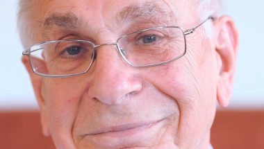 Daniel Kahneman: Thinking fast and slow